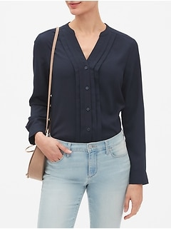 Drapey Classic V-Neck Pleat Blouse